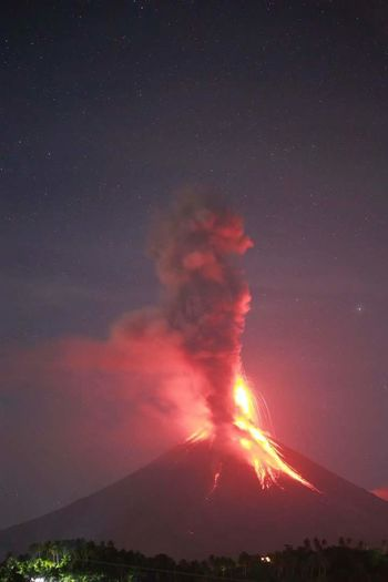 no filter mt. mayon philippines Volcano Philippines Mt. Mayon Albay Bicol Eruption EyeEm Best Shots Eyeem Philippines EyeEm Lava Sky Smoke - Physical Structure Night Erupting Outdoors