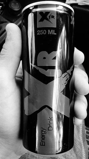 Enerji içeceği iyidir. Enerjiicecegi Xir Black And White Mayhoş Ferehlatıcı