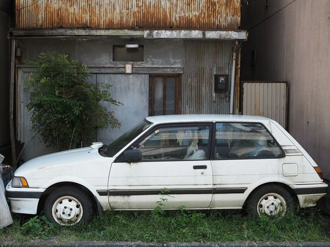 廃車と廃屋 Taking Pictures Taking Photos Olympus Single Focus Backstreet Standard Lens Streetphotography Deserted House Deserted Car 伊勢佐木町
