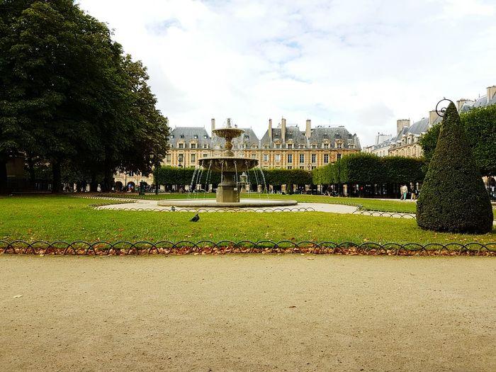 Place des Voges | Paris ❤ Paris Paris, France  Paris Je T Aime Placesdesvosges Park Parque  Plaza PlazadelosVosgos Francia Place Des Vosges