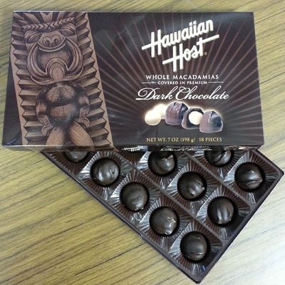 *SQUEEEEEEE!!!!* Look what my coworker brought back from his trip to Hawaii!! Sharewhat AllMine Greedy Chocolatemacadamianuts ;)