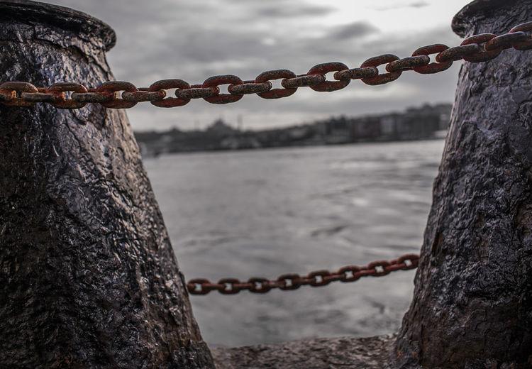 Chain Chain Chain Swing Ride Chain Bridge Water Hanging Steel Swing Strength Rusty Chain Lock Harbor Padlock Love Lock Chainlink Fence Chainlink Locked