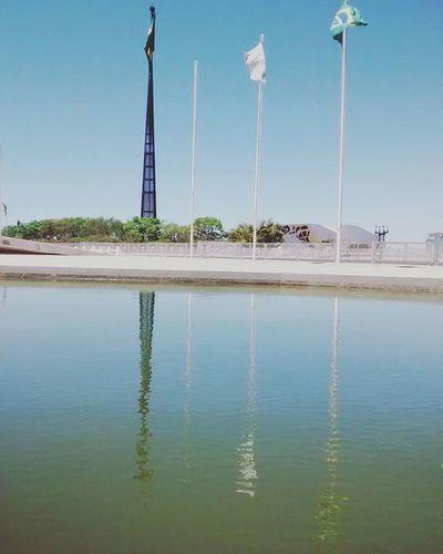 Ê Brasília sentirei saudades de vc.... Planalto Beleza Bandeiras Reflexo  Upsidedown Watereflexion Saudade Despedidas