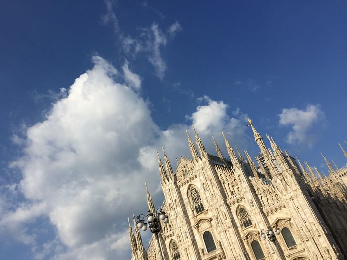 EyeEm Gallery eyeemphoto Turist Milano Da Vedere Chatedral Duomo Di Milano EyeEm Selects Sky Low Angle View Cloud - Sky Built Structure Religion Architecture Building Exterior Spirituality Belief Day The Past No People Outdoors