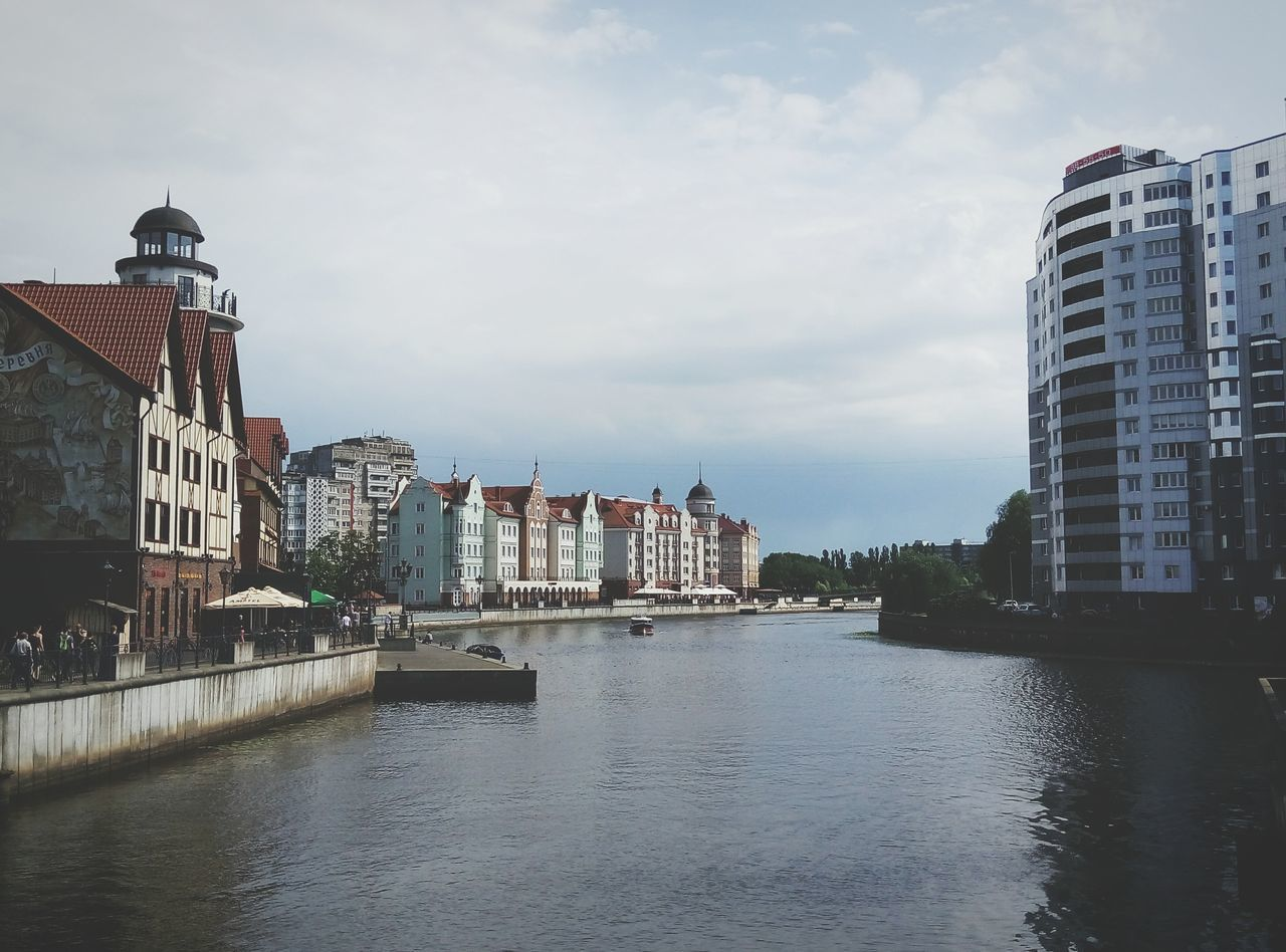 architecture, building exterior, built structure, city, water, river, sky, waterfront, town, no people, outdoors, day, cityscape, dome