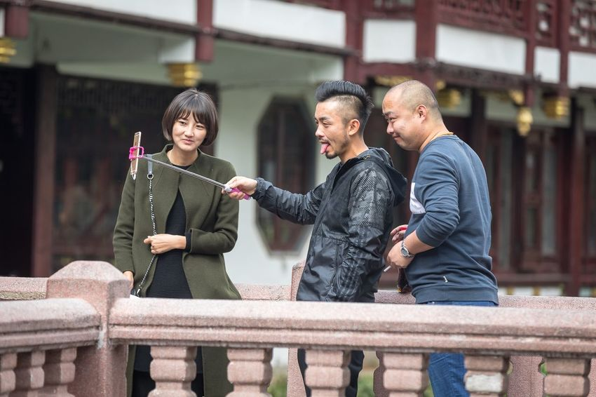 Selfies people do Storytelling Streetphotography China Shanghai Tourist Real People Men Women Leisure Activity Lifestyles Adult People City