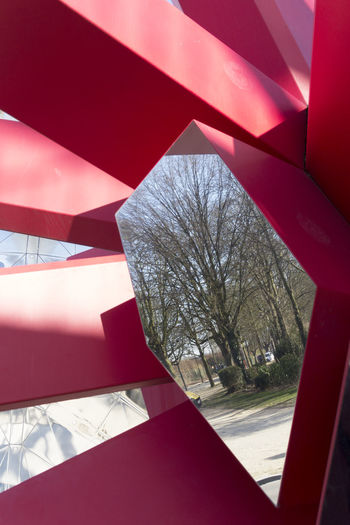 Belgium Brussels Light Mirror Nature Red Architecture Atomium Escultura Esculture Europe Geometric Shape No People Poetry Red secret garden Tree Trhee