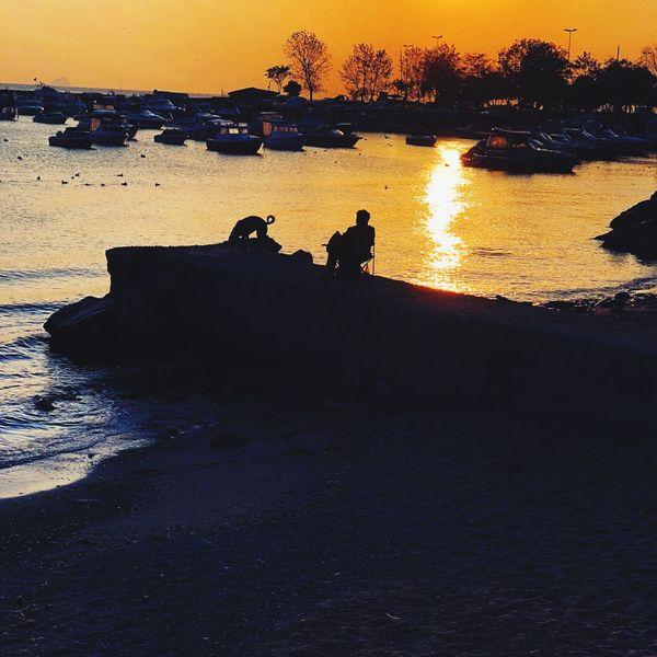 Düşüncelerin doğrusu yanlışı vardır ama duyguların doğrusu yanlışı yoktur. Myseadenizim Sunset Beach Istanbul Turkey Tranquility