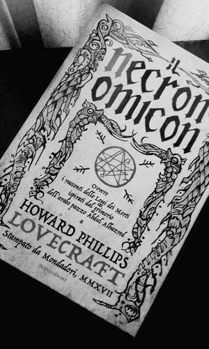 Regali che ti fanno felice! 😍 Regali Regalos Gift Books ♥ Lovecraft Necronomicon Necronomicon Ex-Mortis Ilovereading