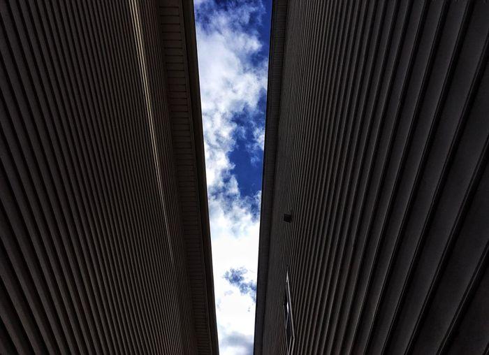 Building Exterior Alleyway Sky Look Up