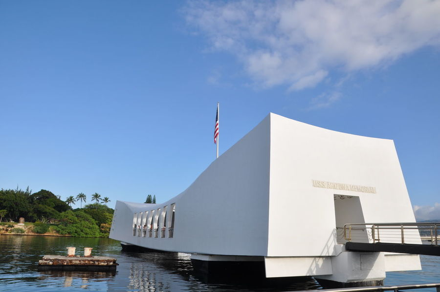 Place where USS Arizona were sunken during World War. The white color memorial were built on top of the wreckage of ship Must Visit Place For Photographers Oahu Oahu Hawaii Signage Travel Crossroad Of The Pacific Must Visit In Hawaii Must Visit In Oahu Must Visit Places Pearl Harbor Travel Destinations Uss Arizona Uss Arizona Memorial White Structure
