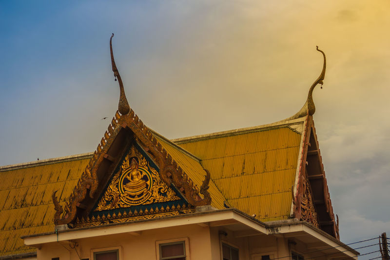 Beautiful Thai's style craving and decoration on the golden gable end at Wat Sothonwararam, a famous public temple in Chachoengsao Province, Thailand. Chachoengsao Chachoengsao Province Dramatic Sundown Dramatic Sky Dramatic Sky Nature Gable End Sky And Clouds Thai's Style WAT Sothon Wara RAM Worawihan (WAT Luang PHO Sothon) Wat Sothon Wat Sothon Wararam Worawihan Architecture Belief Building Building Exterior Built Structure Cloud - Sky Day Dramatic Scene Dramatic Scenery Dramatic Sky At Sunset Time Dramatic Skyscape Dramatic Sunrise Dramatic Sunset Dramatic Sunset Colors Gable Gable Roof Gable Temple Naga Golden Gable High Section House Low Angle View Nature No People Outdoors Place Of Worship Religion Roof Sky Sothon Spirituality Sunset Wat Sothonwararam