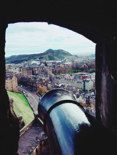 Peeping! Architecture City Cityscape Outdoors Castle Edinburgh Scotland Eyemtravel Day Window Nature EyeEm Cannon History Looking