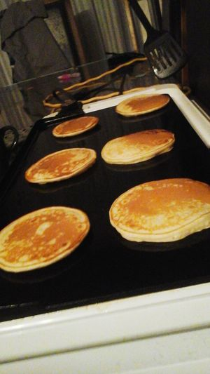 Breakfast on fais des crêpes en séries pour un déjeuner de St valentin pour mes fils Everyday Joy Stvalentinesday What's For Dinner? Love♥
