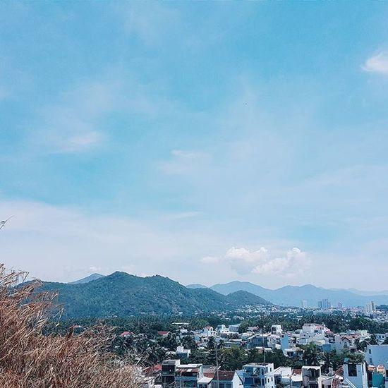   🍂🌁 🏡 🗻 ☝  _______________________________________ Bùn dưới chân nhưng nắng ở trên đầu ! _______________________________________ VSCO Vscocam Vscovietnam NhaTrang Vietnam Bamboo Fresh Blue Building City Mountains Skyporn Skyline Bluesky Sky View Tb Clouds Cloudporn Nature Photooftheday Photo Travel Landscape streetphotography instagood instadaily instamood
