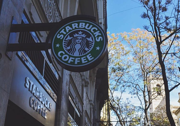 A cup of coffee, a cup of emotions.✨ Starbucks Coffee Architecture SPAIN València Relaxing Trip Photography