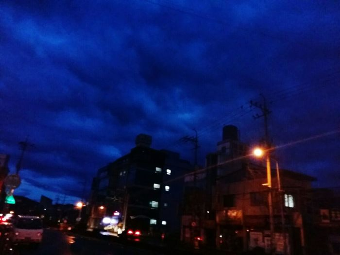 Night Illuminated Sky City Building Exterior Outdoors Tree No People Thunderstorm Bare Tree Storm Cloud Architecture 2017년 01월 03일 새벽하늘 마음이 청초해지는 계절