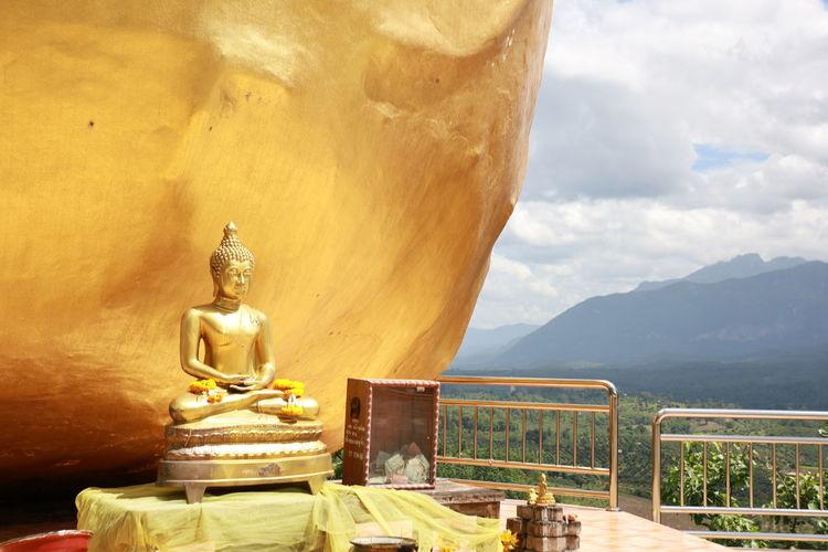 Statue against mountain range against sky