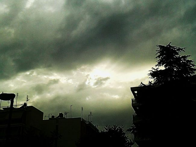 bad weather with sun lays Cityscape City Bad Weather Clouds And Sky Cloud And Sun Sunset With Clouds Sunset With A Sunset. Nature Photography Thunderstorm Tree Storm Cloud Tornado Storm Silhouette Ominous Dramatic Sky Sky Cloud - Sky Extreme Weather Meteorology