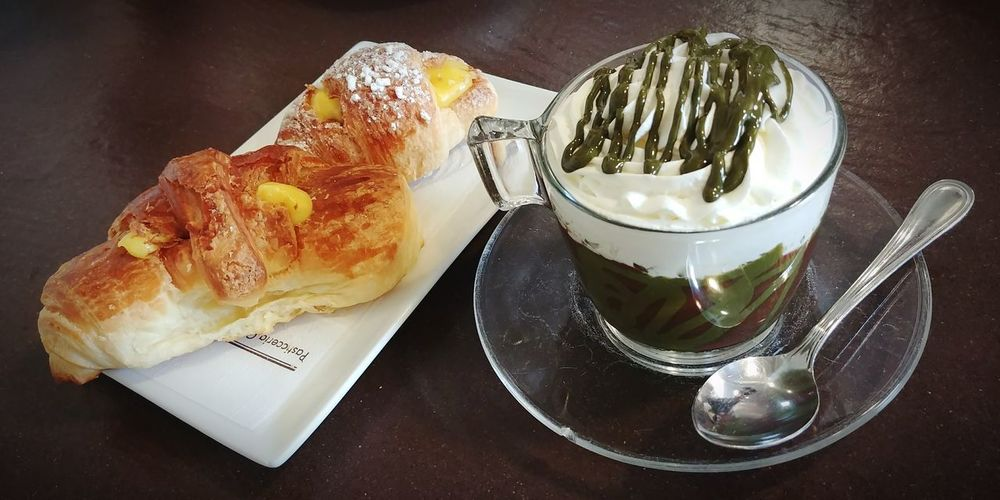 Sweet moments 😋 Croissant Pistachio Wipped Cream Sweet Food Patisserie Tea Time Sweet Moments Happiness Snack Time! Chocolate Hot Chocolate Friends Happy Fragility Weakness Delicacy Indoors  Freshness Refreshment Plate Food And Drink Table Food Indoors