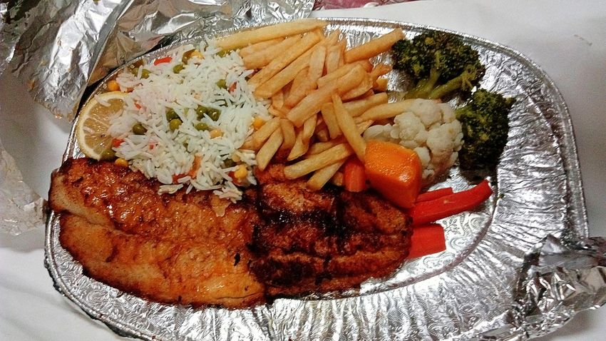 Food Foodporn Food Porn Foodphotography Food Photography Food Porn Awards Fish French Fries Rice Cauliflower Broccoli Carrot Carrots Green Peas