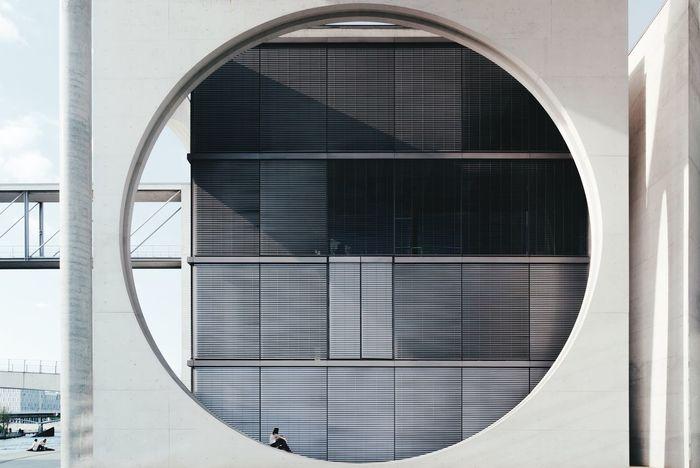 Berliner Ansichten Berlin Reichtstag Modern Architecture Architecture Architecture_collection Girl Circle Perfect Circle Sunny Day My Fuckin Berlin