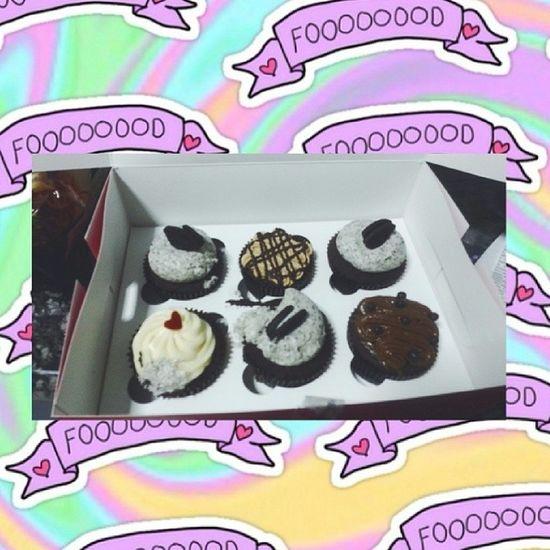 Twelve cupcakes yesterday :3 Twelvecupcakes Redvelvet Cookiesandcream Pbchocolate chocolate