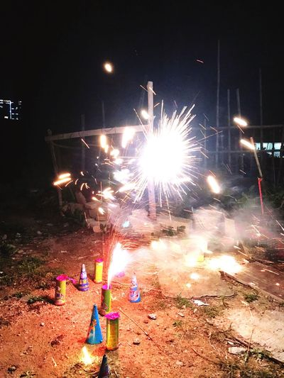 物 Burning Celebration Fire - Natural Phenomenon Glowing Night Flame Heat - Temperature Firework - Man Made Object Long Exposure Blurred Motion Firework Display Fire Sparks Motion Sparkler Exploding Lit Firework Event