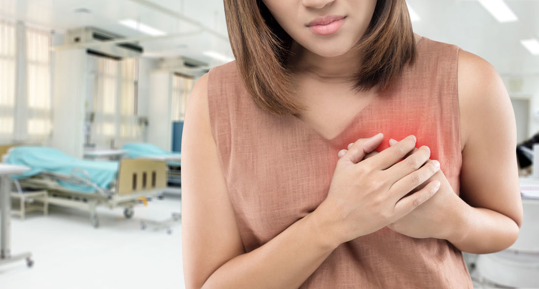 The women has heart disease and go to hospital urgent. Emergency Healthcare Hospital Pain RISK Woman Ache Acute Angina Asthma Attack Breastcancer Chest Discomfort Disease Failure  Heart Heart Attack Heartache Infarct Infarctus Patient Pressure Sudden Symptom