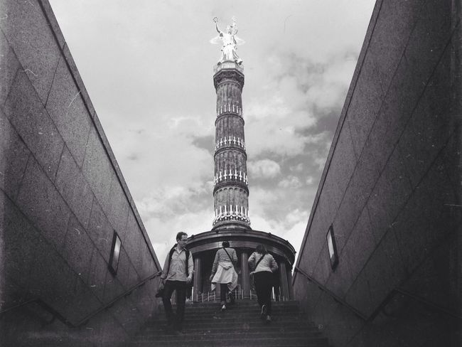 Latest from Berlin | 1/2 Blackandwhite IPhoneography Shootermag Streetphotography
