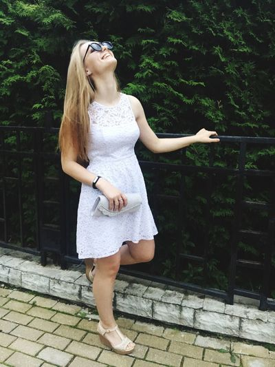 Happy Laughing Beautiful Woman Lifestyles Nature Long Hair Blond Hair Eyeglasses  Beautiful Loveis Looking At Camera Summer Popular Popular Photos Hello World Pretty Girl Goodday Walk With Friends EyeEm Selects Loveit ❤❤❤ 😍😌😊 Casual Clothing Beauty