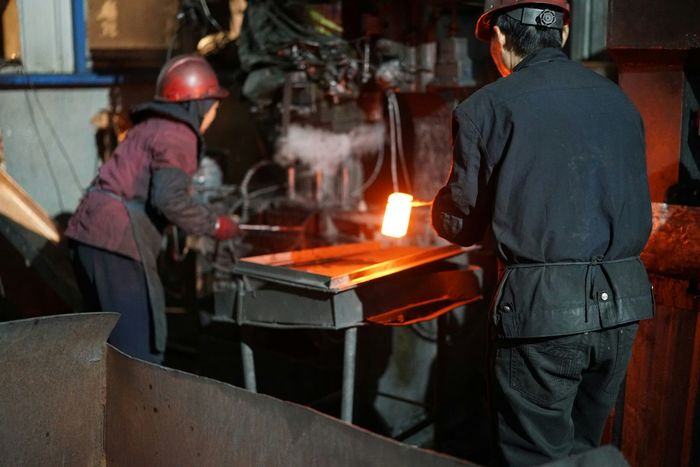 China Photos Forged Steel Factory Hard Working Eye4photography  Light And Shadow Taking Photos Streamzoofamily