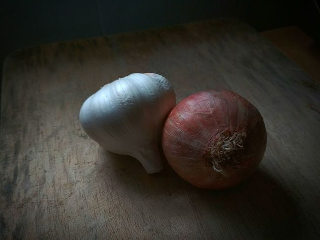 Garlic and Onion Onion EyeEm Selects Healthy Eating Indoors  Vegetable Freshness No People Food Close-up Day Still Life Still Life Photography Light And Shadow White Color Red Color Food Stories The Still Life Photographer - 2018 EyeEm Awards