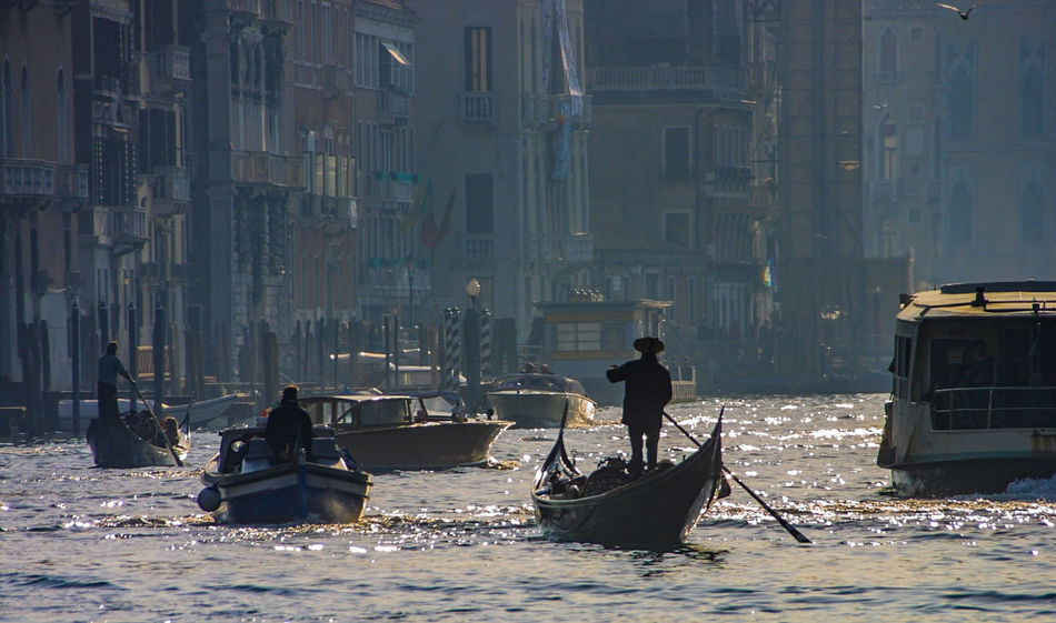 Canale Grande Venedig, Ohne Touristen, Lagune, Frühling, Venice, WithoutTourists, Springtime, City, Sea, Water, Historical, Old Town Day Gondola - Traditional Boat Men Mode Of Transport Nautical Vessel Outdoors People Transportation EyeEmNewHere