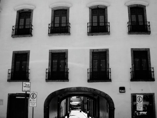 Arquitecture P&B Outdoors Building Exterior Architecture Built Structure Window Black And White Friday