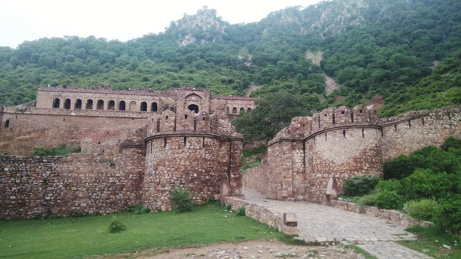 Haunted Palace Bhangarh Fort Jaipur India Bhangarh Fort Bhangarh Bhangarhfort Jaipur Jaipur Rajasthan Haunted Haunted Places Haunted Palace Haunted Forts Scenics Ghosts Ghostly Old Ruin Ancient History Architecture Built Structure Ancient Civilization Travel Destinations Nature Colour Your Horizn Summer Exploratorium Going Remote