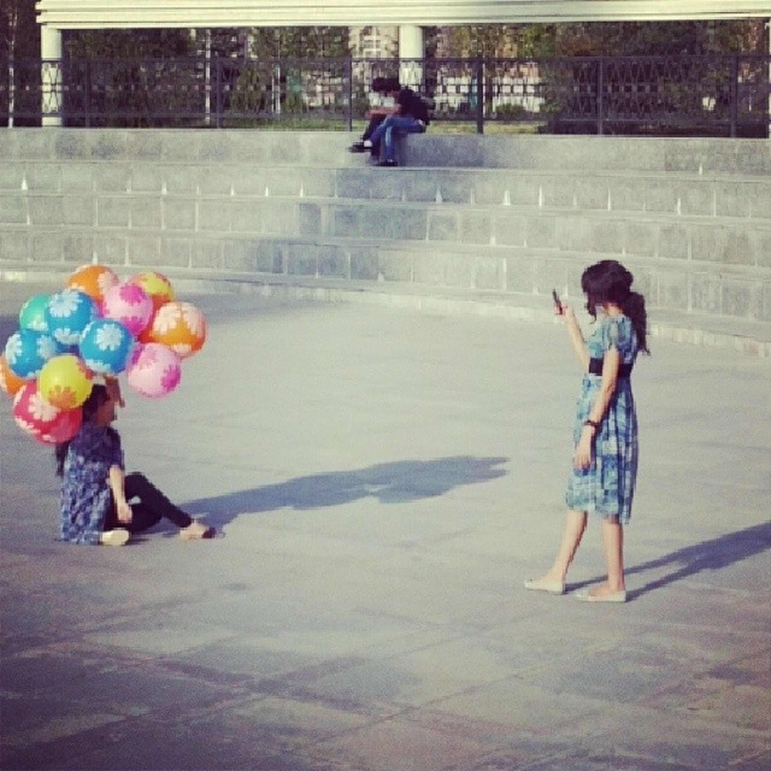 full length, lifestyles, childhood, casual clothing, leisure activity, boys, person, elementary age, girls, happiness, fun, playing, enjoyment, front view, innocence, togetherness, built structure
