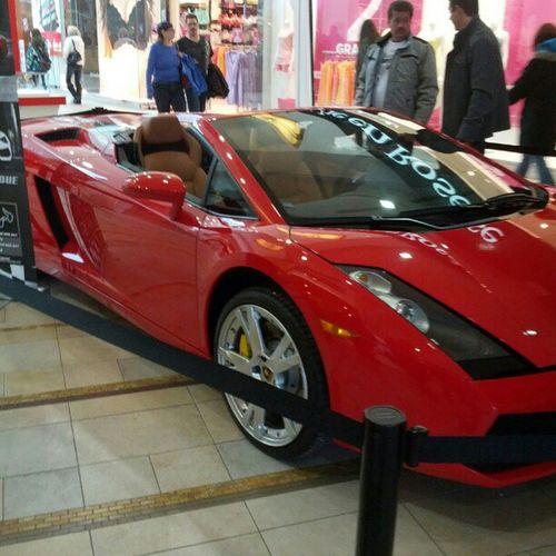 Une de mes voitures favorite en plein centre d'achats, non je rêve pas ;)
