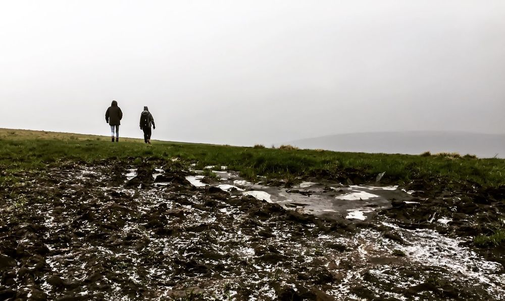 Mountain United Kingdom Uk Kinder Scout Green Countyside Country Green IPhone Cold Two People Real People Leisure Activity Nature Lifestyles Full Length Outdoors Beauty In Nature Landscape Togetherness Sky Scenics Standing Clear Sky Day Men Vacations Bonding People