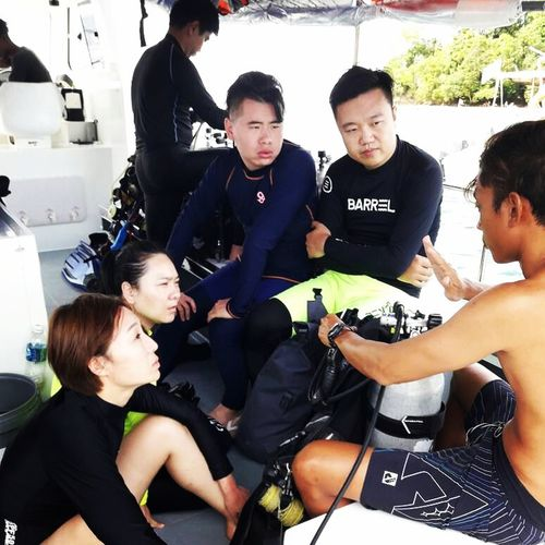 briefing about dive equipment Water Scubadiving Scubalife Scubadive SCUBA Scuba Diving Scuba Diver Scuba Divers... Scuba Diving Course Scubadiver Scuba Dive Scuba Diving In Malaysia Scubapro Scubadivingpic Scubadiverslife Scubadivers Scuba Tanks Scuba Equipment Scuba Diving Girl Scuba Divers Scubagear Scuba Diving Regulator Mid Adult Togetherness People team