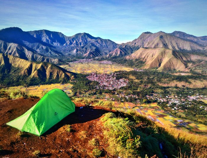 If i could live here Mountain Landscape Nature Outdoors Beauty In Nature Day Tent Mountainlife Sembalun Lombok Island Explorelombok Pergasinganhill Travel Destinations Tranquility Landscape_photography Wonderfulindonesia Photograph Takenbyme Lost In The Landscape