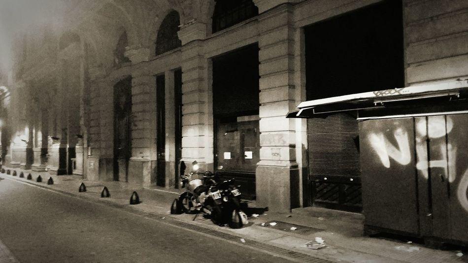 Calles porteñas de noche Buenosaires Argentina Photography Argentina Calle Noche
