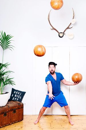 Juggling, but big times... 🙃 One Person Full Length Front View One Man Only Real People Exercising Indoors  Sports Clothing Men White Background Day Gym Only Men Young Adult Sportsman Adult Adults Only People Juggling Sports Funny Having Fun Having A Good Time Greenplants Retro Styled The Portraitist - 2017 EyeEm Awards