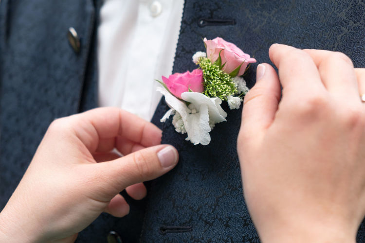 A Helping Hand Elégance Wedding Photography Bonding Bouquet Boutonniere Celebration Ceremony Day Enjoying Life Excitement Freshness Friendship Front View Holding Human Hand Life Events Lifestyles Men Midsection Real People Rose - Flower Togetherness Wedding Wedding Ceremony