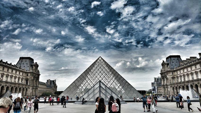 Louvre Louvremuseum Louvre Museum Louvre Pyramid Louvre, France Louvre Paris Louvre, Paris. Motoxplayphotography Motoxplay Motoxplayclick Paris, France  Travel Destinations Travel Monument The Street Photographer - 2017 EyeEm Awards