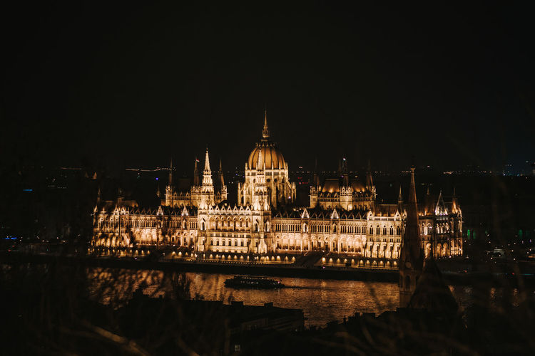 Shot with Nikon d610 + Nikon 85mm 1.8G www.instagram.com/pontosanpele www.pelephotography.com Budapest Budapest At Night Duna Night Lights Parliament Building Parliament Of Hungary Budapest Lights Danube River Parliament Budapest Pele Photography