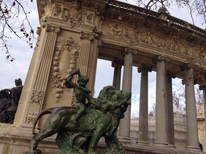 Statue Sculpture Low Angle View Architectural Column Art And Craft Architecture Creativity Parqueelretiro ElRetiro Madrid Madrid Spain Building Exterior Male Likeness Outdoors Built Structure Sky Tourism No People Travel Destinations History Day Traveling Home For The Holidays