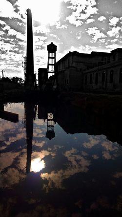 Streetphotography Street Photography Catalunya Colorsplash Catalonia EyeEmBestPics Països Catalans EyeEm Best Shots EyeEmbestshots Water Water Reflections Water_collection Waterreflections  Paisatges Catalans Beauty Of Decay