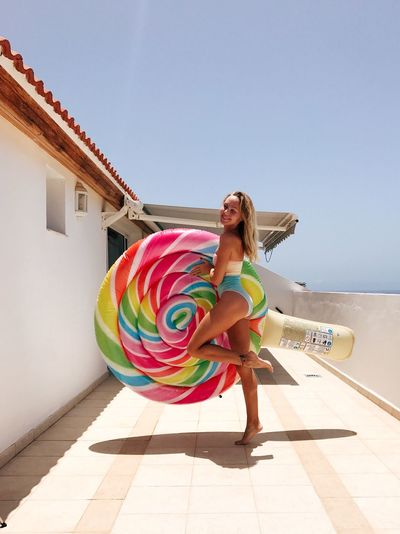 One Person Leisure Activity Lifestyles Real People Sky Full Length Day Young Women Women Sunlight Architecture Clothing Nature Beach Young Adult Building Exterior Multi Colored Fashion Built Structure Outdoors