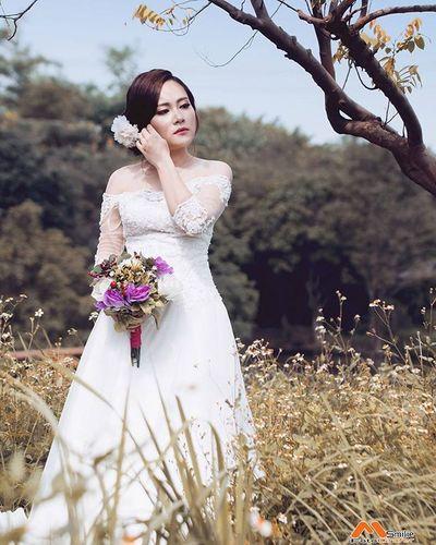 Cô dâu đơn --- 👉 Mọi chi tiết xin liên hệ: 📷 Photo: MinhSmilie 📱Tel: 0906185552/0903458794 💬 zalo / facebook / insta --- Côdâuđơn Bride Single Codaudonthan Chupanh Smiliefotografer Minhsmilie Dress Weddingdress